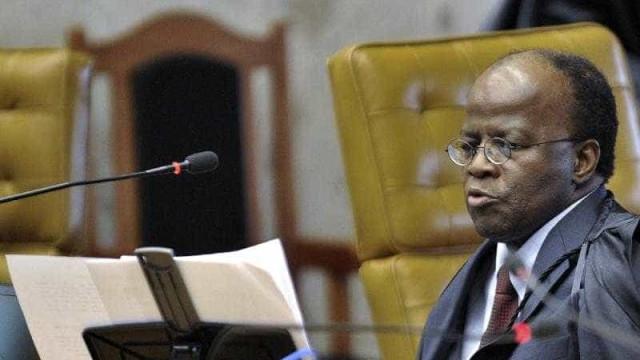 Barbosa defende novas leis e regulação da comunicação no país
