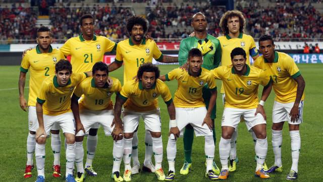 Seleção brasileira é recebida com festa na Granja Comary