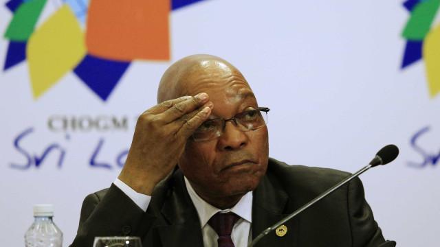 Zuma adota tom desafiador em audiência de ação por corrupção