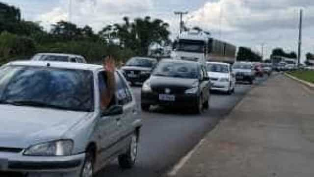 Mais de 1,7 milhão de veículos devem deixar a capital paulista no feriado