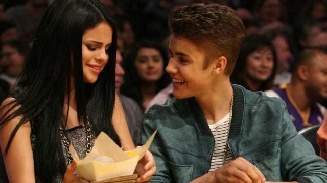 Justin e Selena fazem aula de estudos da Bíblia juntos