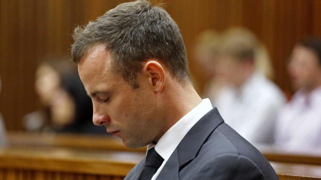 Oscar Pistorius se machuca em briga por telefone público na prisão