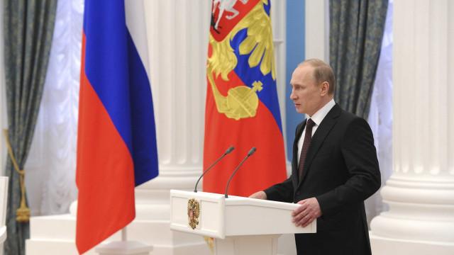 Rússia acusa EUA de minimizarem papel de Moscolna derrota da Alemanha