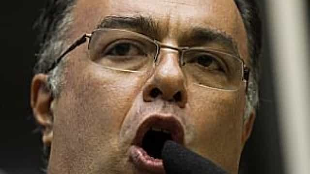 Conselho de Ética adia voto do relator em processo contra Vargas