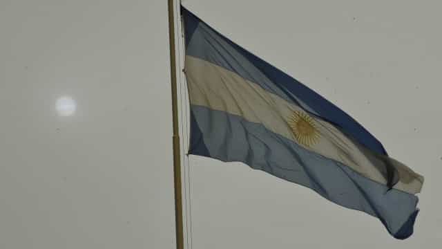 Lei de emergência entra em vigor na Argentina