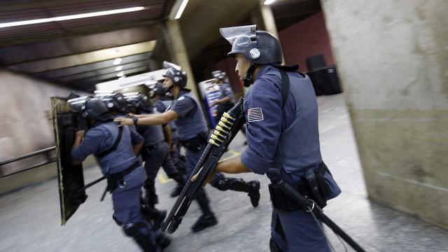 SP continua sem metrô e manifestantes protestam
