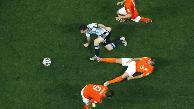 Sem gols, Argentina e Holanda seguem para prorrogação