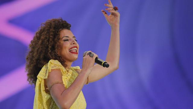 Após casamento adiado, cantora Vanessa da Mata termina noivado