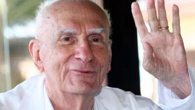 Ariano Suassuna é velado no Recife, enterro será à tarde