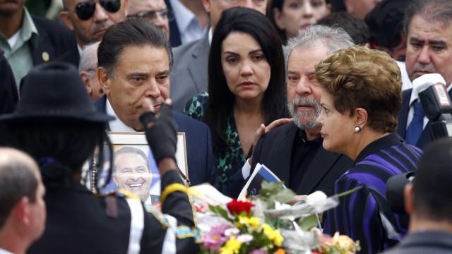 Dilma e Lula chegam para missa de corpo presente de Campos