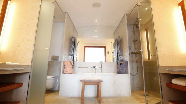 Mulher fica 'presa' em banheira durante oito dias no Reino Unido