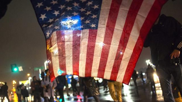 Estudo do governo americano aponta registro de 300 mil mortes a mais nos EUA em 2020