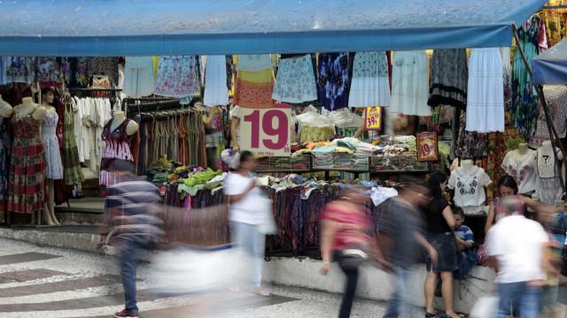 Com violência e crise, comércio  de rua fecha mil lojas no Rio