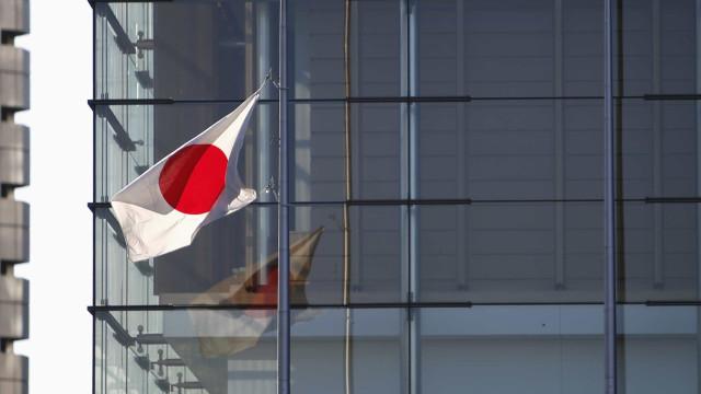 Japão mantém programa de compra de ativos com alto volume