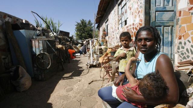 Extrema pobreza salta e chega a 15,2 milhões de pessoas em 2017