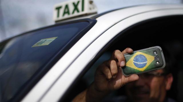 Um em cada cinco motorista admite usar o celular no trânsito