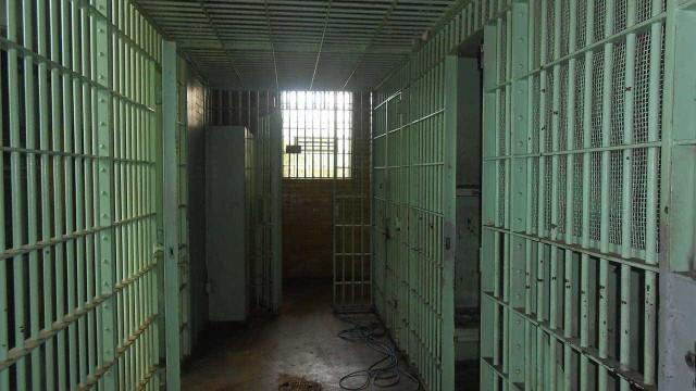 Prisão de suspeitos de terrorismo é marcada por greves de fome e morte