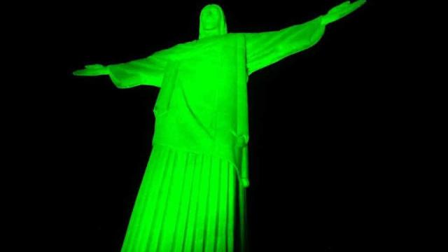 Cristo Redentor recebe iluminação verde por pessoas com deficiência