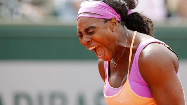 Serena vence alemã de virada e vai à 3ª rodada em Paris