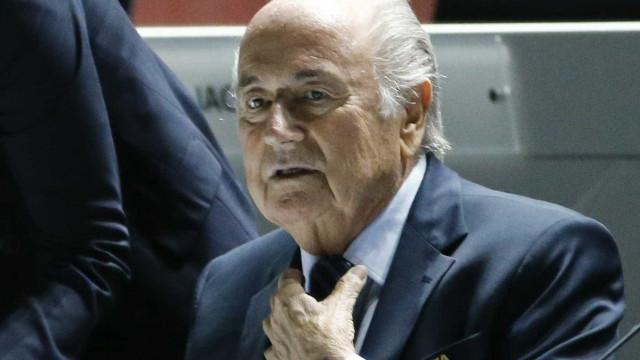 Filha conta luta de Blatter contra covid e período de coma induzido após cirurgia
