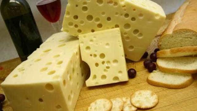 Produtores e indústrias se preparam para vender leite em pó e queijos