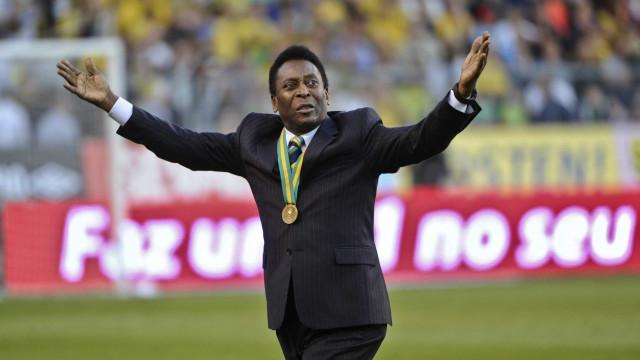 Pelé se recupera bem de cirurgia