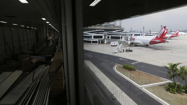 Bandidos armados invadem terminal da Latam em aeroporto no Rio