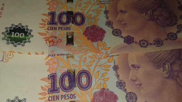 Argentina aumenta juros para 60% e peso despenca