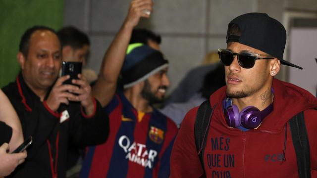 Em Los Angeles para gravar filme, Neymar visita seleção antes de estreia