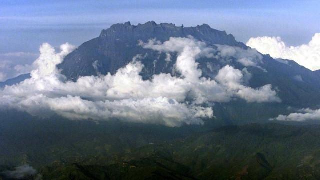 Turistas acusados de provocar sismo por... terem se despido