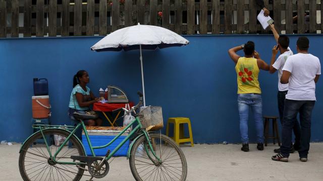 Economia brasileira deve encolher 1,3% neste ano