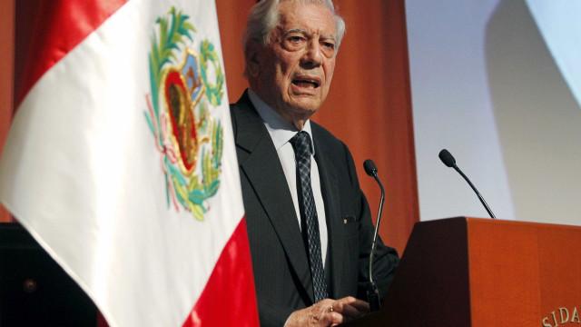 """Vargas Llosa considera situação na Venezuela """"um desastre"""""""