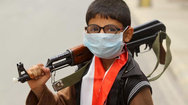 Mundo convive com 500 mil crianças-soldados