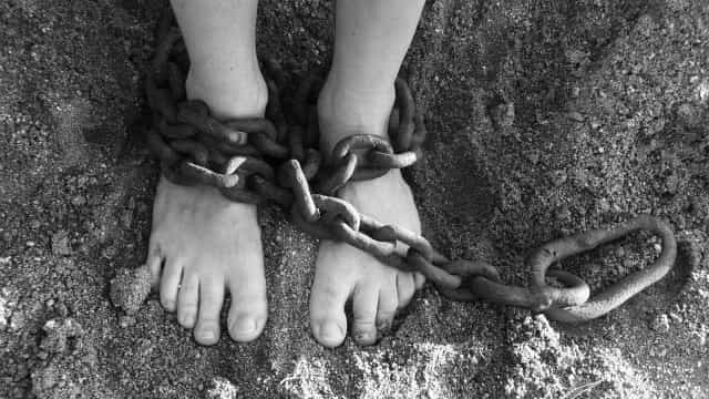 Mulher autista mantida em cárcere pelo pai comia fezes, diz delegado