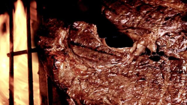 Restaurantes trocam picanha por acém para driblar alta da carne