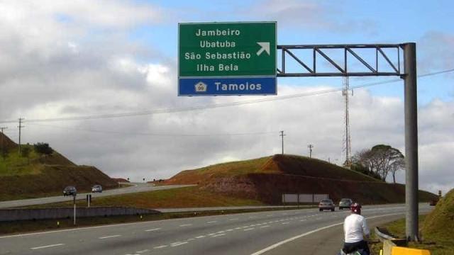 Rodovia dos Tamoios é liberada após quase 12 h de interdição em SP