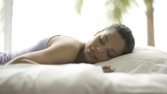 Mulheres que dormem bem fazem mais sexo, diz estudo