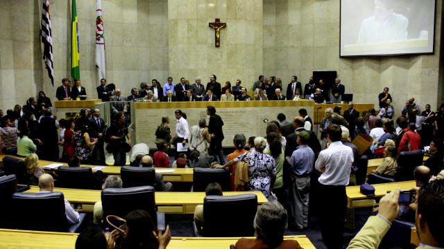 Câmara de SP quer mais 660 assessores