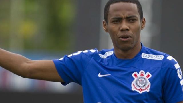 Elias treina com elenco e já ensaia retorno ao Corinthians