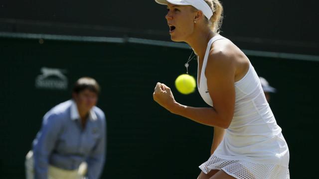 Wozniacki e Radwanska avançam às oitavas de final