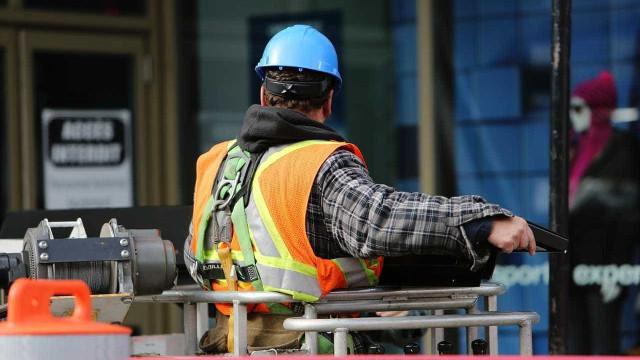 Construção civil volta à recessão e puxa investimentos para o vermelho