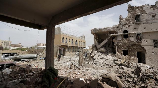 Homem-bomba explode em igreja matando 5 pessoas