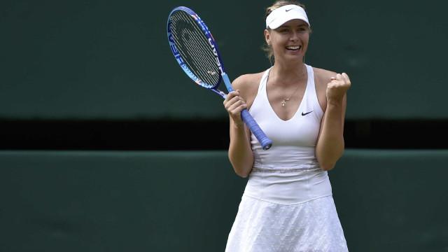 Sharapova sofre, mas bate americana e vai às semifinais