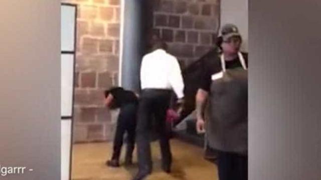 Gerente de café dá tapa em funcionária após ela pedir demissão