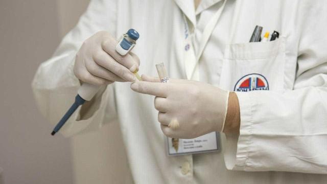 Médico chama paciente de burro e cobra consulta em UPA