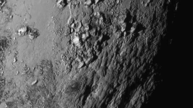 Segredo de 'arranha-céus' de gelo misteriosos em Plutão é desvendado