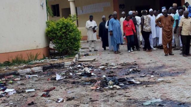 Pelo menos 49 mortos e 71 feridos em dupla explosão