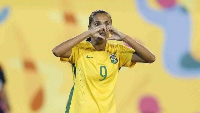 Brasil vence, segue 100% e encara México na semifinal