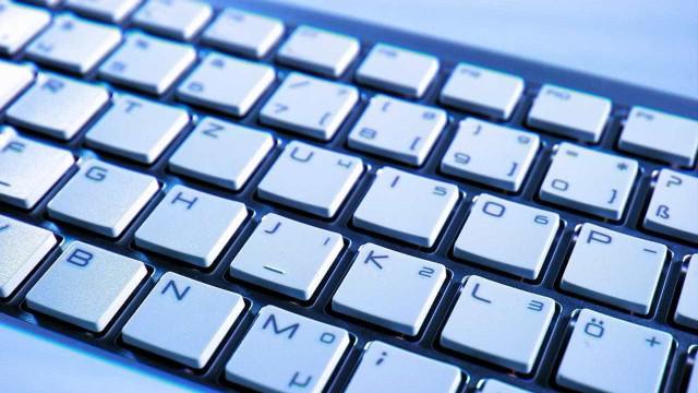Erro de escrita faz hackers perderem trilhões de reais