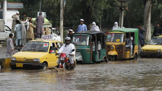 Inundações já causaram 92 mortes e 340 mil desalojados
